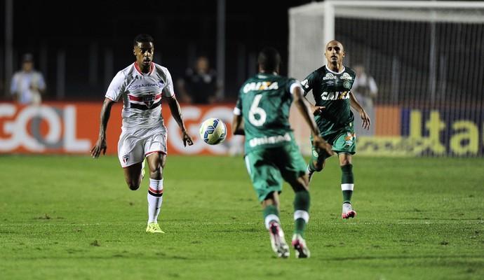 São Paulo x Chapecoense Michel Bastos (Foto: Marcos Ribolli)