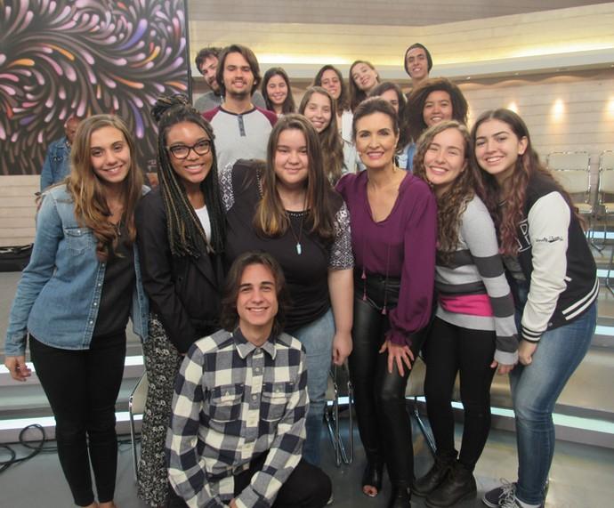 Fátima faz questão de tirar foto com todo mundo que vai ao programa (Foto: Priscilla Massena/Gshow)