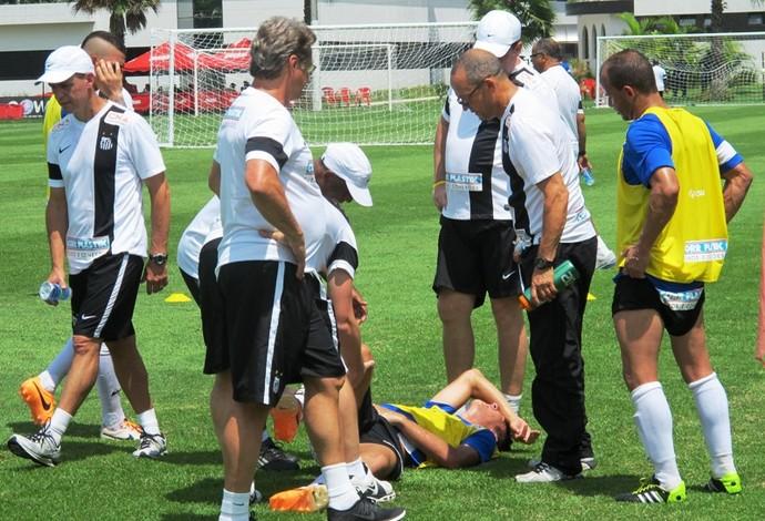 Gustavo Henrique Santos machucado treino (Foto: Lincoln Chaves)