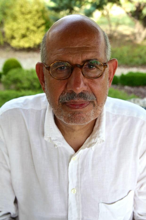 ElBaradei posa para a foto no jardim de sua casa de veraneio, na França, em uma tarde de muito calor (Foto: Flavio Azm Rassekh/ÉPOCA)