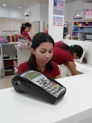 Compras no débito devem receber descontos (Foto: Paula Casagrande/G1)