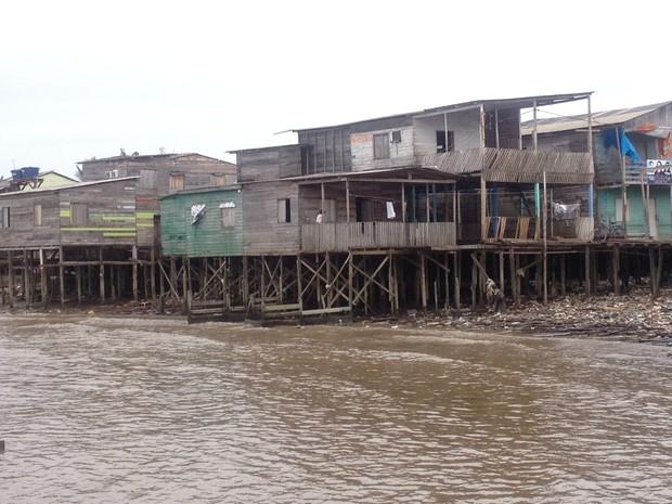 Cerca de  70 casas, de acordo com a Defesa Civil do estado, têm possibilidade de desabar (Foto: Jéssica Alves/G1)