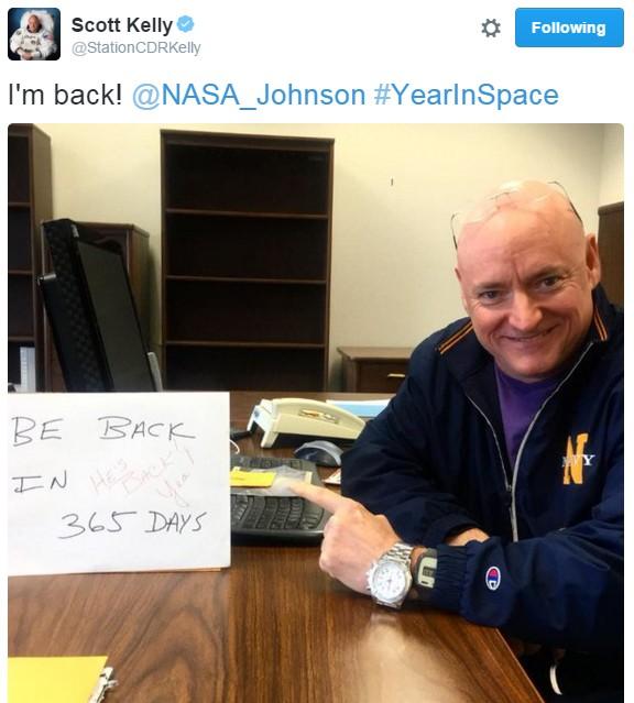 Scott Kelly de volta ao seu escritório na NASA (Foto: Reprodução/Twitter)
