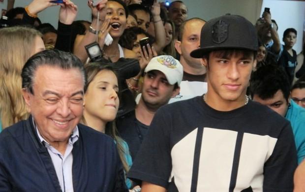Neymar e Maurício de Sousa (Foto: Lincoln Chaves / Globoesporte.com)