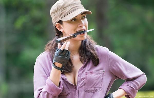 A atriz Christian Serratos em The Walking Dead (Foto: Reprodução)