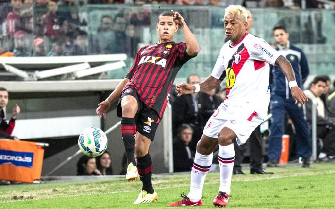 Marcelinho Paraiba, Atlético-PR X Joinville (Foto: Cleber Yamaguchi / Estadão Conteúdo )