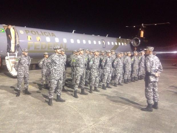 33 soldados desembarcaram na Base Aérea de Florianópolis (Foto: João Salgado/RBS TV)