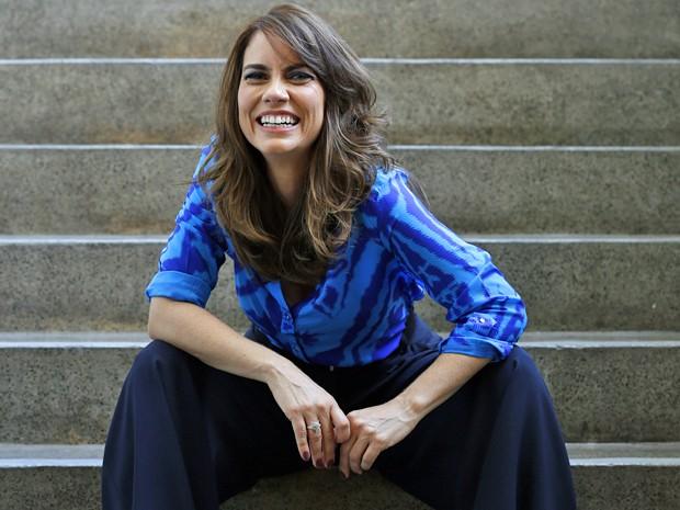 Adriana Prado confessa que agora consegue sair de casa sem secar o cabelo (Foto: Ellen Soares / Gshow)