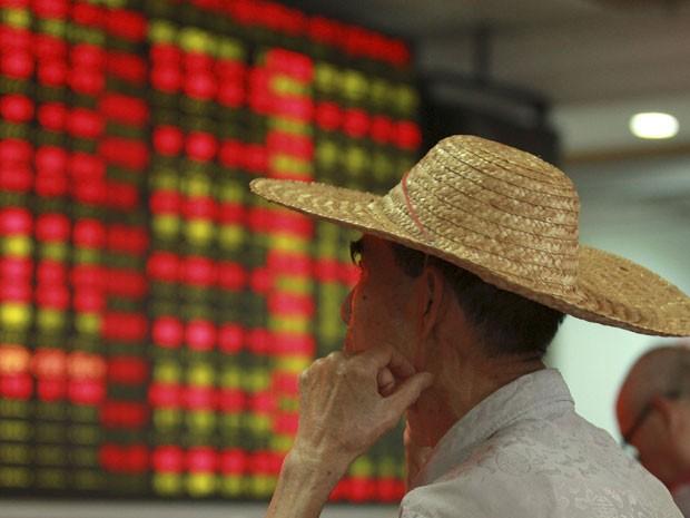 As ações chinesas foram agitadas com as notícias e finalmente fecharam em queda.  (Foto: Reuters)