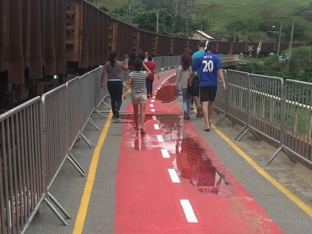 Reaberta ponte interditada em Barão de Juparanã, em Valença (Foto: Denílson Santana/Arquivo Pessoal)