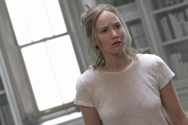 A atriz Jennifer Lawrence em cena do filme Mãe (2017) (Foto: Reprodução)