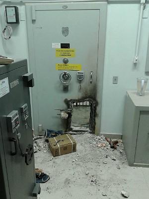 Furto em agência bancária em Coromandel (Foto: Polícia Militar/Divulgação)