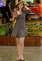 Look do dia: Sophia Abrahão combina vestido curtinho com chinelo