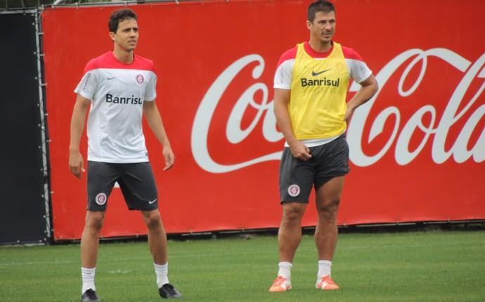 Nilmar e Índio no treino do Inter (Foto: Tatiana Lopes/GloboEsporte.com)