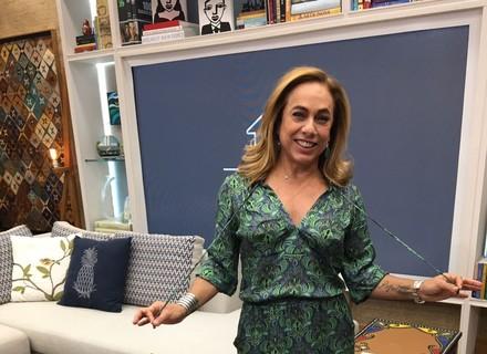 Cissa Guimarães escolhe vestido verde para o 'É de Casa'
