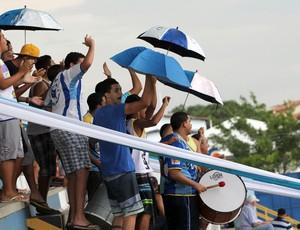Torcida do Macaé compareceu para ajudar a equipe (Foto: Tiago Ferreira)