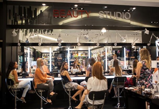 Uma aula de self make-up e o esfumado mais curinga do universo a um clique de distância!