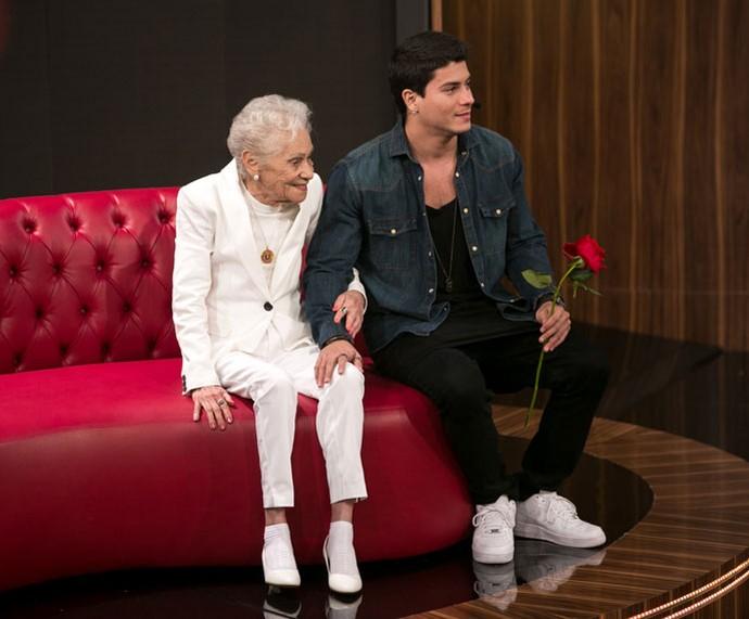 Tia-avó do ator Arthur Aguiar emociona a todos  (Foto: Isabella Pinheiro/Gshow)