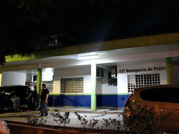 Tiroteio ocorreu em frente ao 13º Distrito Integrado de Polícia, em Manaus (Foto: Indiara Bessa/G1AM)
