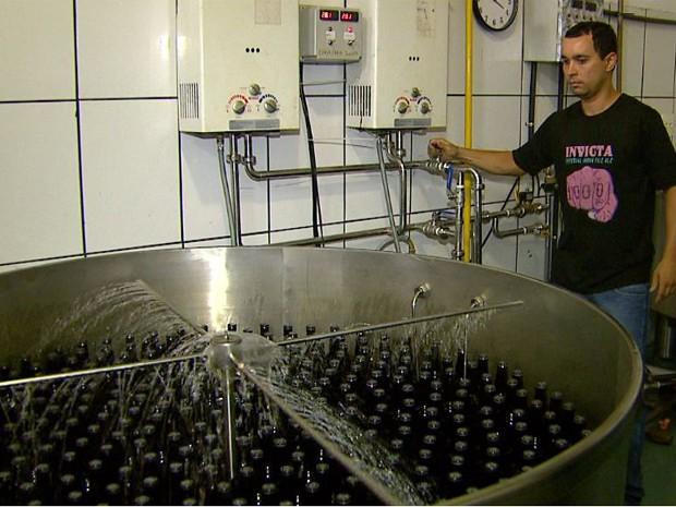 Água usada durante a pasteurização é reutilizada até 20 vezes no mesmo processo (Foto: Carlos Trinca/EPTV)