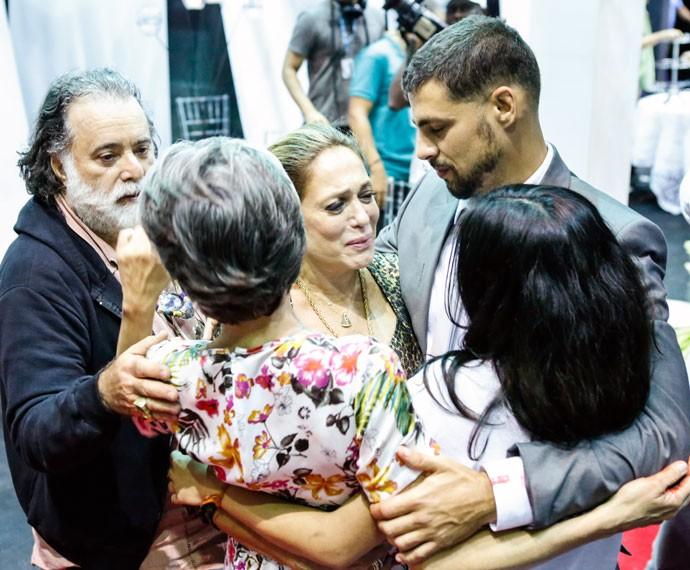 Isso que é equipe!!! Tony Ramos se junta aos amigos  (Foto: Ellen Soares/Gshow)