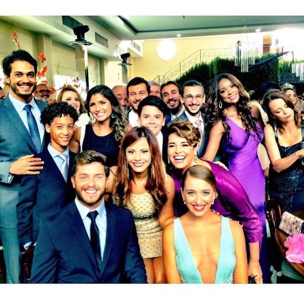 Elenco de 'Império' grava casamento de Vicente (Foto: Instagram)