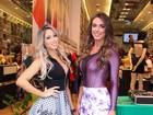 Decotadas, Nicole Bahls e Carol Narizinho chamam a atenção em loja