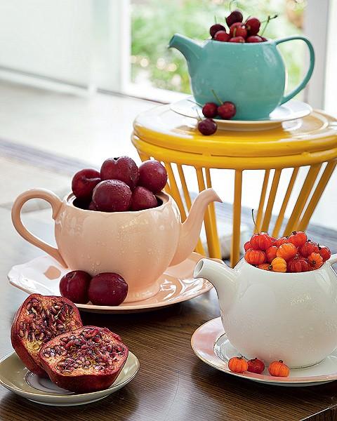 Frutas não podem faltar. Em bules com água e gelo, elas se mantêm fresquinhas (Foto: Cacá Bratke/Casa e Comida)