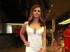 Viviane Araújo rouba a cena com decote em premiação no Rio