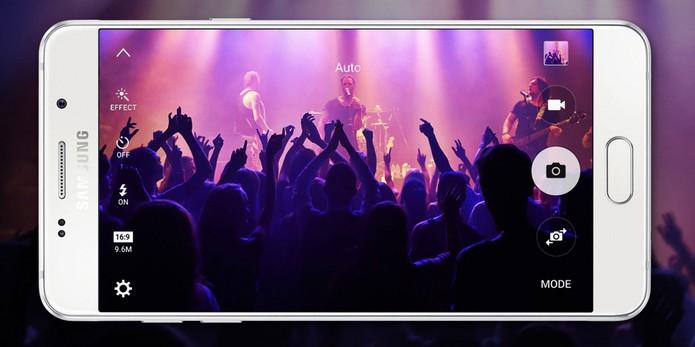 Galaxy A5 2016 vem com tela Full HD maior do que modelo de 2015 (Foto: Divulgação/Samsung)