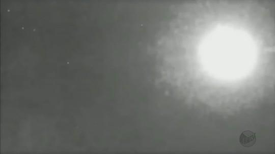 Estudiosos acreditam que meteoro tenha tocado solo em Varginha, MG