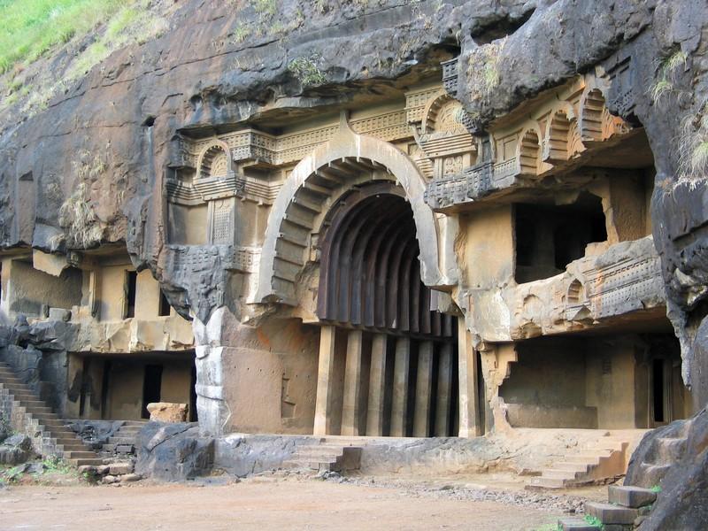 Entrada das cavernas de Bhaja, em Maharashtra (Foto: David Efurd)