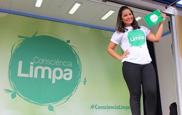 Ruthiene Bindá comemora retorno das férias no 'Consciência Limpa' (Foto: Katiúscia Monteiro/ Rede Amazônica)