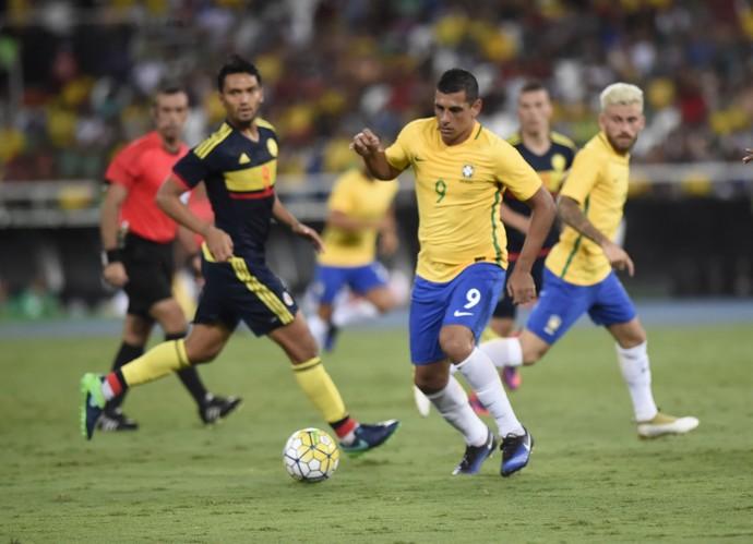 Diego Souza Brasil x Colombia Engenhao (Foto: André Durão)