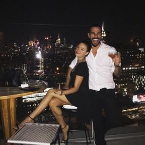Isis Valverde e o namorado, Uriel Del Toro, em Nova York, nos Estados Unidos (Foto: Instagram/ Reprodução)