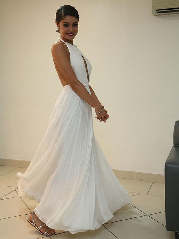 Atriz mostra leveza do vestido e rasteirinha nos pés (Foto: Carol Caminha/Gshow)
