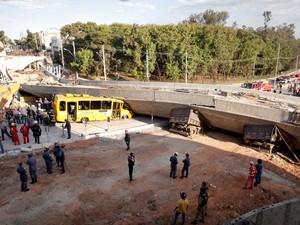 Viaduto em obras desaba na Avenida Pedro I, próximo à Lagoa do Nado, região da Pampulha, em Belo Horizonte (MG) (Foto: Lincon Zarbietti/O Tempo/Futura Press)