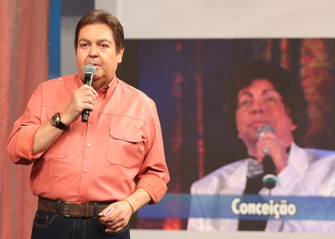 Faustão faz homenagem a Cauby Peixoto no palco do 'Domingão' (Foto: Carol Caminha / Gshow)
