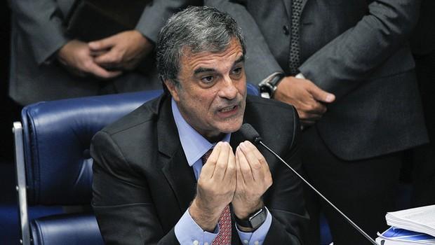 Em pronunciamento, advogado da presidente afastada Dilma Rousseff, José Eduardo Cardozo (Foto: Pedro França/Agência Senado)