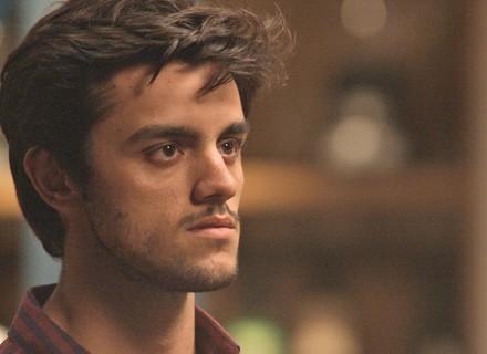 Jonatas vê Eliza com Arthur e reclama da intimidade entre eles