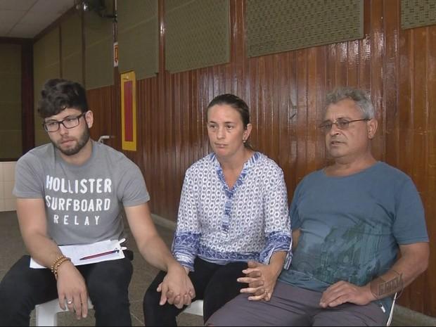 Família de jovem que desapareceu em Extrema (MG) se encontrado forças na fé. (Foto: Reprodução EPTV)