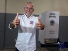 Edvaldo Nogueira vota no Centro de Aracaju