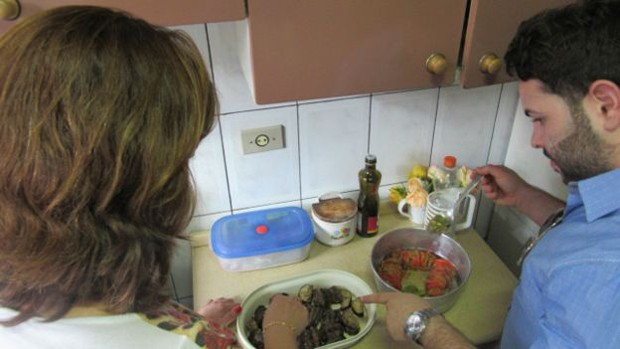 Segundo a brasileira Valdívia, diferenças culturais são tão complicadas quanto o idioma (Foto: BBC Brasil)