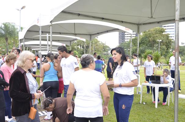 Diversos serviços foram oferecidos pelas equipes do SESI. (Foto: TV Anhanguera)