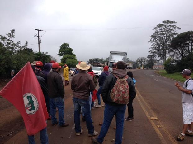 Protesto em Tamarana (Foto: Vanessa Navarro/RPC)