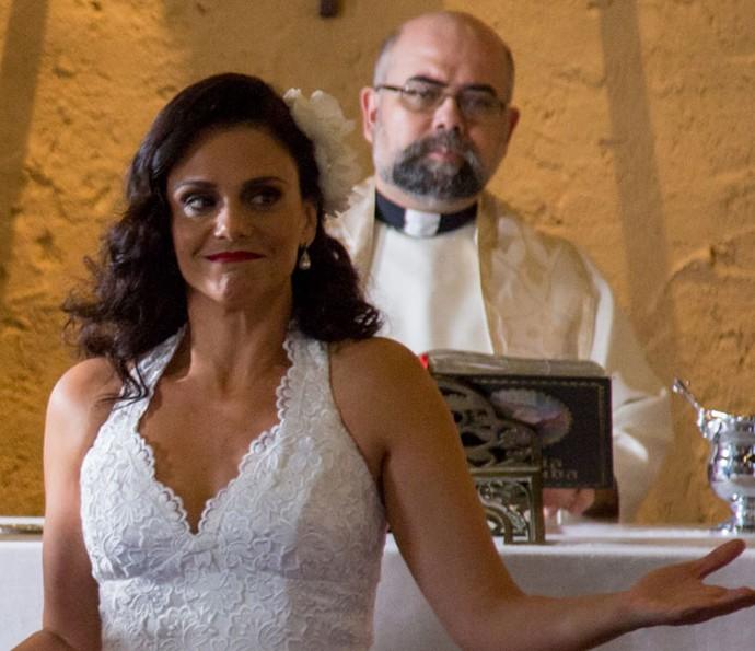 Rosângela desiste do casamento com Florisval (Foto: Fabiano Battaglin/Gshow)