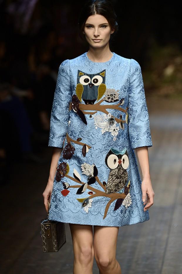Dolce & Gabbana aposta em vestido com patches (Foto: Getty Images)