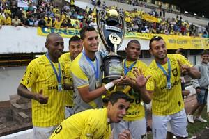 Jogadores do Cene comemoram título estadual (Foto: Hélder Rafael)