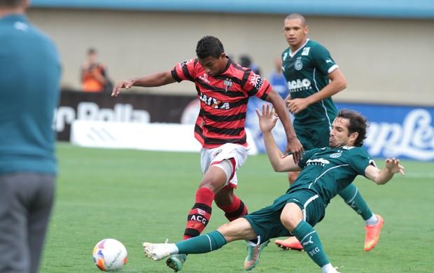 Atlético-GO  x Goiás no Serra Dourada (Foto: Renato Conde/O Popular)