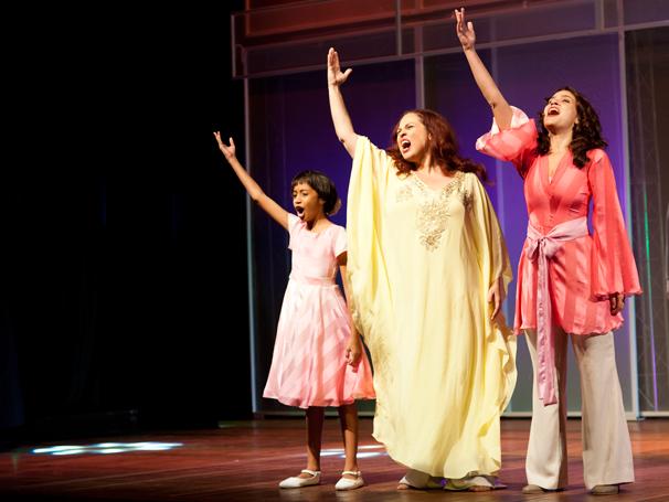 Três atrizes foram selecionadas para dar vida à cantora em diferentes fases (Foto: divulgação)